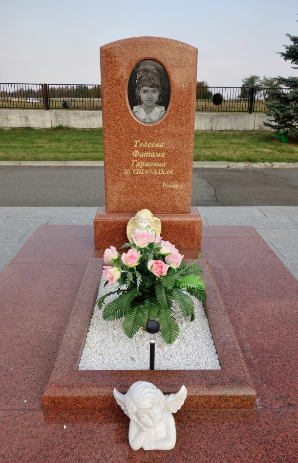 grave-beslan-school-child-killed