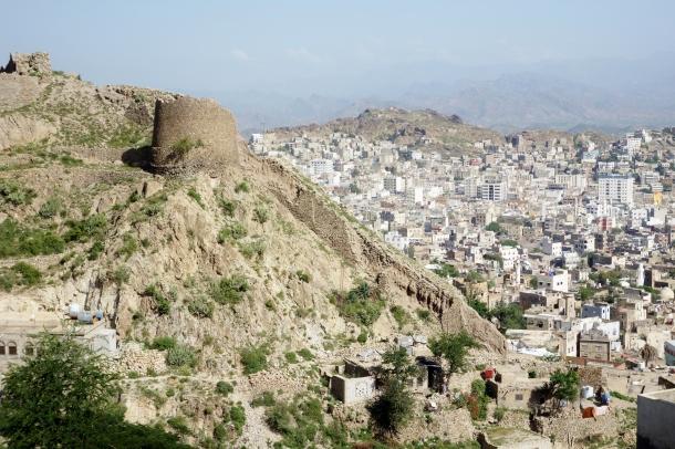 castle-walls-Al-Qahira-Citadel-yemen