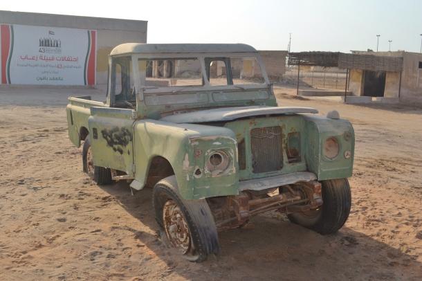 abandoned-land-rover-Jazirat-al-Hamra