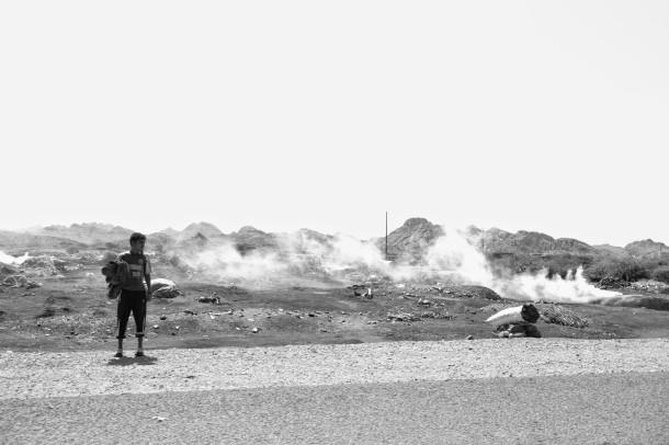making-charcoal-yemen