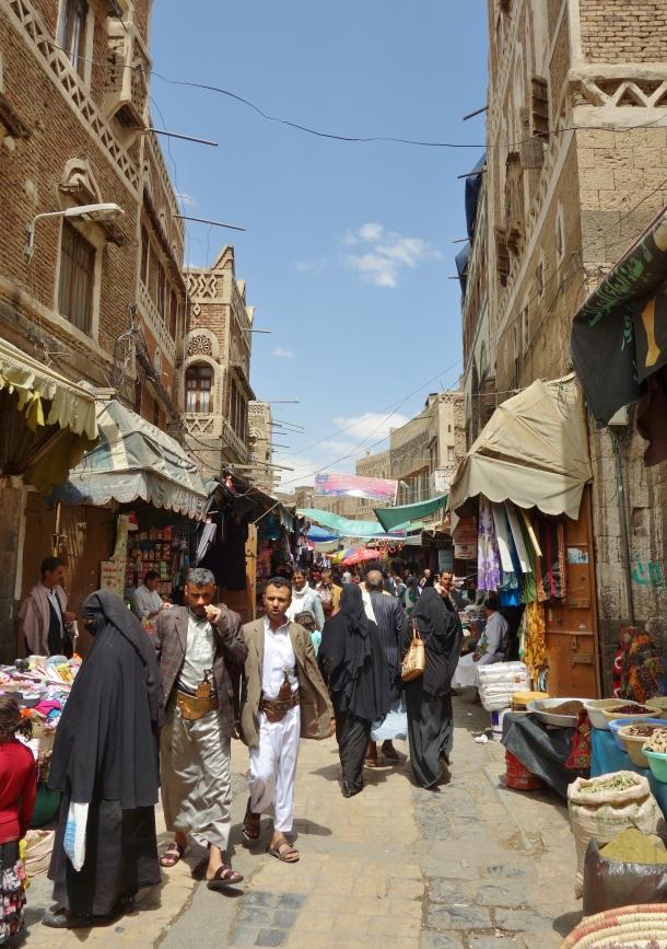 crowded-city-street-sana'a-yemen