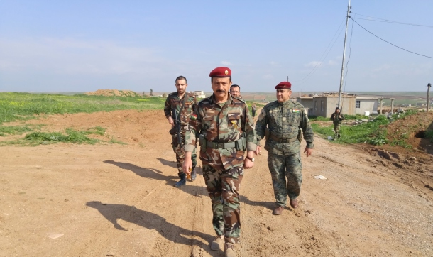general-sarhad-anwarbag-betwata-meeting-his-peshmerga-fighters
