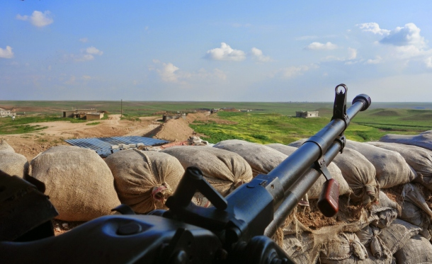 heavy-machine-gun-points-toward-territory-still-held-by-islamic-state
