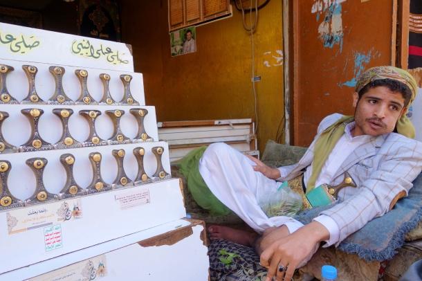 knife-dealer-yemen