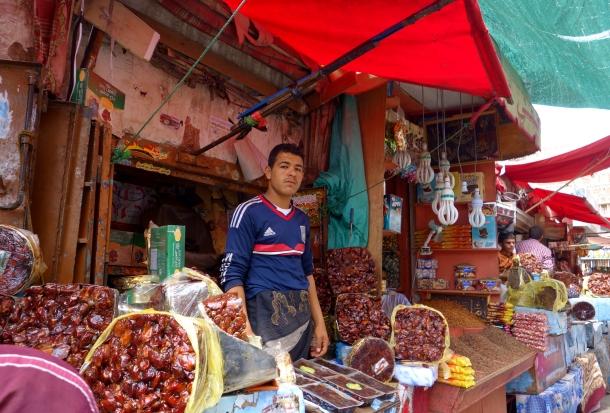 selling-dates-in-street-market-yemen
