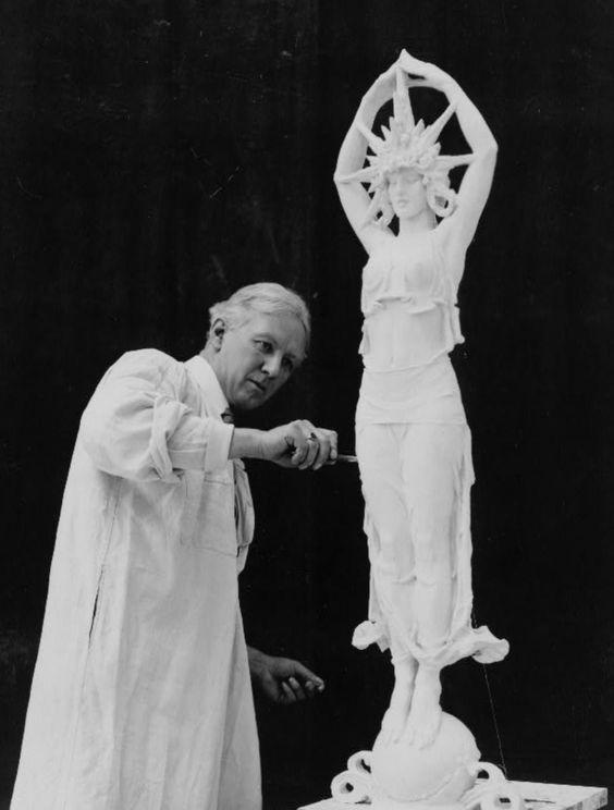 Alexander_Stirling_Calder_sculpting_star_figure_Colonnade_of_Stars
