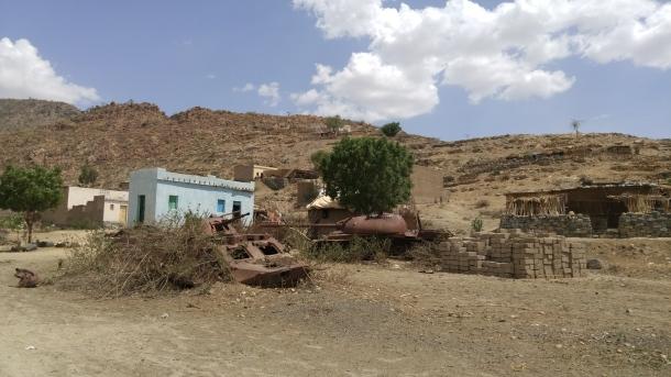 abandoned-tank-eritrea
