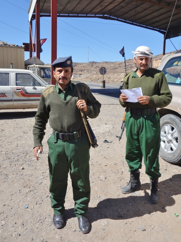 soldiers-loyal-to-the-internationally-recognized-government-of-yemen-at-a-checkpoint