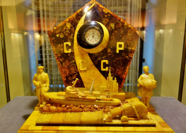 1960-soviet-clock-made-of-amber