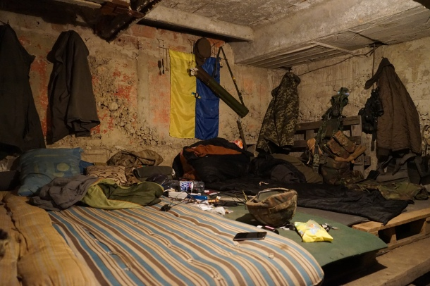 sleeping-quarters-bunker-volunteers-eastern-ukraine